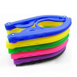 support de stockage en métal Promotion 10pcs / lot pliage vêtements cintres racks magie Creative portable bonbons couleur anti dérapage universel multifonctionnel rack maison et voyage