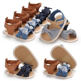 db47b96657baf Nouveau Bébé Chaussures Bébé Fille Sandales D été Coton Toile À Points Arc  Fille Sandales Chaussures Nouveau-Né En Plein Air Plage De Jeu