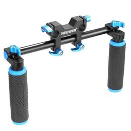 Support de rail dslr 15mm en Ligne-vente en gros DSLR poignée double poignée de main pour épaule pad poitrine stable 15mm rail rod système de support