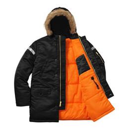58ab7f4a337 18SS BOX LOGO Reflectante cruz N-3B Parka 3M Chaquetas largas de algodón  Oversize Ropa de abrigo Pareja Casual Negro Ejército Verde Chaquetas  HFLSJK246