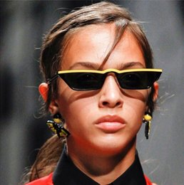 marca solo Desconto SOLO TU Marca Designer Quadrado Pequeno Feminino Óculos  de Sol Personalidade Mulheres Sexy 1ed764c9a1