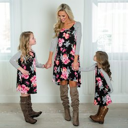 мама дочка соответствия весеннее платье Скидка NASHAKAITE семьи соответствия одежды полосатый Flroal печати с длинным рукавом платье мать дочь платья мама и я одежда