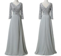 Wholesale 2018 Sliver Lace Mère de la mariée Groom Plus taille avec manches longues Sequin V cou en mousseline de soie Ruched formelle robes de soirée