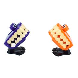 gagketten Rabatt 12 Stück Neuheit Gag Spielzeug Uhrwerk an der Kette mit Augen springen Zähne Zähne Halloween Halloween kleines Geschenk Spielzeug L1