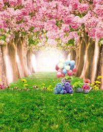 Flor de cerezo rosada Árboles Flores Bebé Fotografía Telones de fondo Impreso Juguete Oso Globos Hierba verde Niños Fondo de primavera de vinilo para estudio desde fabricantes