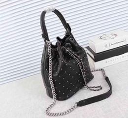 Canada Sac de seau de 2018 femmes, sac à dos de concepteur de femmes, taille de sac de loisirs de luxe des femmes: 22 * 23.5 * 13cm Offre