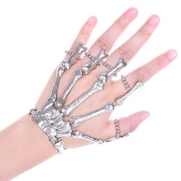 Браслет из кости скелета онлайн-2018 Hot Nightclub Gothic Punk Skull Finger Bracelets For Women Skeleton Bone Hand Bracelets Bangles Christmas Halloween Gift