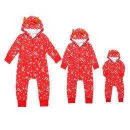 pijamas de monos de invierno Rebajas Mamelucos de la familia trajes a juego con capucha de dibujos animados impreso Elk Snowflake Jumpsuit rojo manga larga cálido invierno pijamas suave hogar Zip ropa