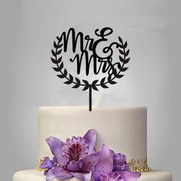 Ücretsiz Kargo Mr Mrs Düğün Çelenk Akrilik Kek Topper Dekorasyon Rustik Ahşap Gül Altın Düğün Pastası Topper nereden