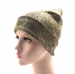 2018 nuovo bronzing oro e argento con berretto cappello per donna inverno  maglia calda cappelli femminili skullies berretti economico cappello a  maglia d  ... b466ee34d3f4