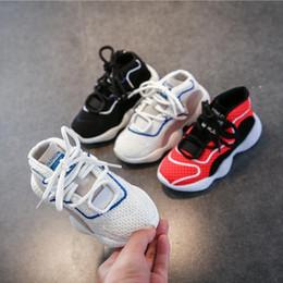 Children s fell running shoes online-Los niños de los deportes de los zapatos de los niños los zapatos de los niños 2019 caen los nuevos niños de cuero que se ejecutan las muchachas del baloncesto del baloncesto zapatos netos 26-37