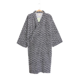 Estilo japonés Hombres Robe vestido Primavera otoño algodón masculino Kimono albornoz ropa de dormir 2018 Nuevo camisón ligero Spa ropa de dormir desde fabricantes
