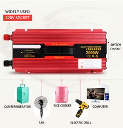 Wechselrichter ladegeräte für autos online-Solar Inverter 12 V bis 110 V 220 V Wechselrichter Inverter Autos DC AC Spannungswandler Auto 2000 Watt 1000 Watt Ladegerät Auto LED-Anzeige USB Solar Adapter