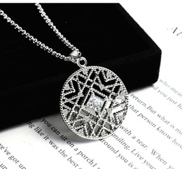 Wholesale Neon Fashion Necklaces - Fashion Silver Color Ircular Neon Necklace Cirde Chain Sweater Chain for Girls Interlocking Circles Pendant Necklace Valentine's Day gift