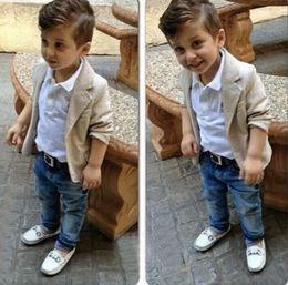 Детская одежда поло онлайн-2018 европейская мода мальчики джинсовая одежда устанавливает детские дети мальчики куртка+рубашки поло+джинсовые брюки 3 шт детская джинсовая одежда наборы