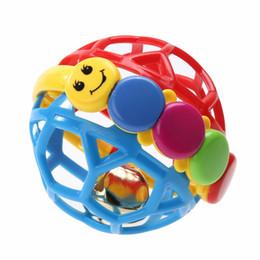 bebê agarrando chocalhos Desconto Brinquedo do bebê Divertido Pouco Alto Bola de Sino Bola de Brinquedo de Chocalhos de Bebê Desenvolve a Atividade de Inteligência do Bebê Agarrando Brinquedo Aprendizagem de Chocalho de Sino de Mão