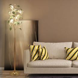 G9 Led peyzaj ağacı lambaları Ev partisi 3-color Led Süs zemin lambası yemek odası modern seramik yaprak altın düğün zemin ışık nereden