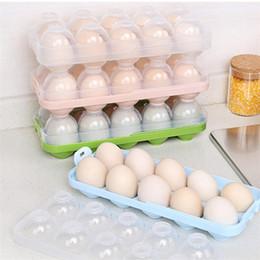 Guijarros de plástico online-Soportes para bandejas de huevos para la cocina Cajas de almacenamiento de huevos para guijarros Caja Refrigerador Caja de almacenamiento de plástico para frutas y verduras Separador Contenedor