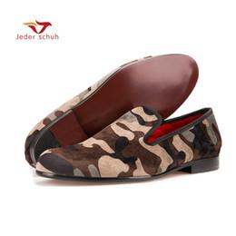 Zapatos holgados hombre verde online-Mocasines para hombres Hechos a mano hombres del ejército verde mocasines de camuflaje Hombre estilo casual zapatos de moda fiesta zapatillas de fumar