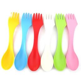 Tenedores de cuchillo de fiesta de plastico online-Inicio Fiesta 3 en 1 Cuchara de plástico Tenedor Cuchillo Camping Senderismo Utensilios Spork Combo Viaje Gadget Cocina Vajilla 6 Color