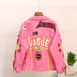 2019 дамы желтые куртки 2018 тяжелой промышленности граффити печати Pin пирсинг джинсовая куртка женская панк стиль розовый / желтый джинсовая куртка отверстия джинсы пальто скидка дамы желтые куртки