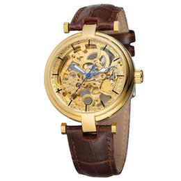 90fbb63731a Moda Esqueleto Relógio Mãos Azuis dos homens Auto Mecânica Automático Vento  Assista Marrom de Couro Genuíno Luminous Hands Horloge Mannen