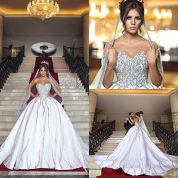 2019 Dubai Arabo Ball Gown Bling Lusso Perline Paillettes Abiti da sposa Plus Size Sweetheart Backless Sweep Train Abiti da sposa con velo da