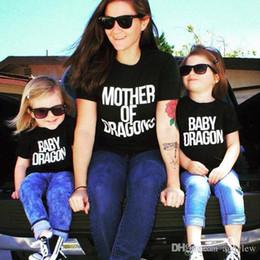 madre hija tee shirts Rebajas Madre de dragones Camiseta Algodón de manga corta Trajes a juego de la familia Mamá e hija Camisetas blancas negras Camiseta dragón bebé