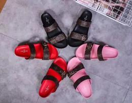 Argentina Comercio al por mayor 2018 O9Versace Womens Mens Striped Sandals Medusa Sflaffs Causal Antideslizante Verano Huaraches Zapatillas Flip Flop Zapatilla cheap wholesale womens slippers Suministro
