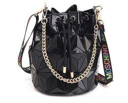 Ünlü Marka Kadınlar Kadın Çanta Geometrik Çanta Ekose Zincir Omuz Crossbody çanta Lazer İpli Luggages Elmas Çanta Damla Nakliye supplier cm diamond nereden cm elmas tedarikçiler