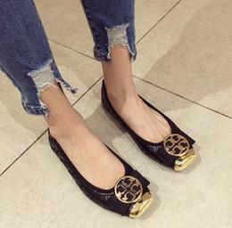 62d4a7a05 Venda quente preto cinza mulheres apartamentos 2018 novo outono sapatos  baixos de metal fivela arco quadrado cabeça Asakuchi mulheres sapatos  sapatos de ...