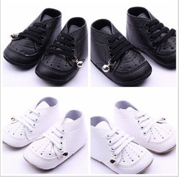 Wholesale bell shoes - 2015 Fashion PU Leather Baby Shoes With Bell Kids Infants Shoes With Air Hole Antiskip Baby Unisex Footwear First Walkers