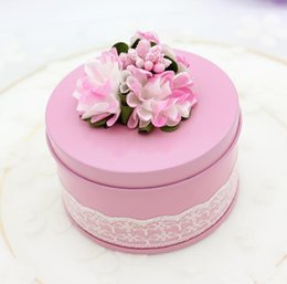 Wholesale european flower favor box - 100pcs Unique Flower Decor Wedding Round Iron Tinplate Candy Box Chocolate Gifts Boxes Favor European Boxes 75*75*45mm free shipping