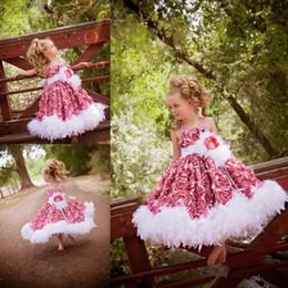 2019 vestido de princesa bowknot sash Linda Pena 3D Floral Flores Vestidos Da Menina de Flor Para Casamentos Spaghetti Pescoço Frisado Menina Pageant Vestidos de Festa de Aniversário Dos Miúdos Desgaste