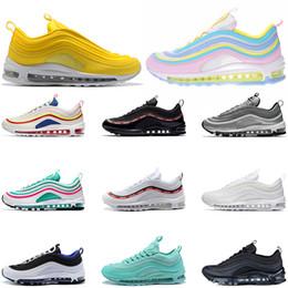 a00ddf28614a37 nike air max 97 shoes Kissen 97 Laufschuhe Sneakers Unbesiegt Silber Kugel  Günstige Designer Schuh 97s Atmungsaktive Zapatos Männer Sport Frauen Schuh  ...