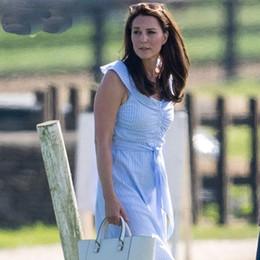 2018 New Kate Middleton Princess robe à rayures sexy élégante robe sans manches plissée avec un arc W8888 ? partir de fabricateur