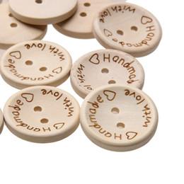 Botões de 15mm on-line-100 Pçs / saco 15mm / 20mm / 25mm 2 Furos De Madeira Botões Artesanais Carta Amor Scrapbooking Para A Decoração Do Casamento