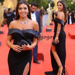 Vestito da promenade sirena kim kardashian online-Kim Kardashian blu scuro Celebrity Red Carpet Abiti con alta fessura 2018 Modest Sexy Off spalla sirena occasione Prom Evening Gown