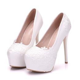 a847a3f1a32 Brautschuhe Sommer hohlen weißen Spitze schöne Hochzeit Ehe Blume  hochhackigen Damen Pumps Frau Schuhe günstige schöne brautschuhe