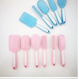 Pettini da parrucchiere rosa online-Salon Hair Combes Colore rosa blu Comb Massage Detangle Paddle Spazzole per capelli per parrucchiere Cura dei capelli Strumenti per lo styling