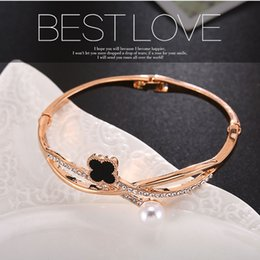 Wholesale Pearl Bangle Bracelets - Japanese and Korean version of the minimalist bracelet micro-diamond lucky four-leaf clover pearl adjacent to the multi-fashion trendy wild