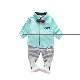 Gafas de ropa caliente online-Hot Baby Boy caballero camisa de vidrios sólidos con corbata de moño ropa 2018 más nuevo de moda otoño Gentry Boy camisa Top y pantalones Set 80-110cm