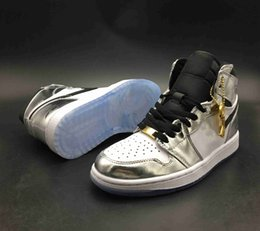 Scarpe bianche in cima online-Con scatola Top Quality 1 OG High Pass La Torcia Hi Think 16 Mens Basketball Shoes 1s Silver White Sports Sneakers da ginnastica The Shoe Surgeon x