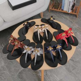 Neue europäische klassische Luxus Waren Stil Damen Sandalen Schuhe reines Leder echte Insekt Schmuck Hausschuhe Flachboden Gummi heraus von Fabrikanten