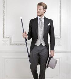 Schwalbenanzug online-New Cool Black Bräutigam Smoking Männer Hochzeit Frack Bräutigam Anzug Besten Männer Anzug schwalbenschwanz Mantel (Jacke + Pants + weste)