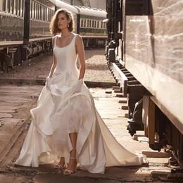 2019 vestidos de casamento Cheap A linha de cetim vestidos de casamento do país Scoop pescoço sem costas Sweep trem de cetim vestidos de noiva Plus Size casamento Formal veste