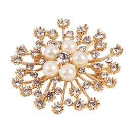 Wholesale Wholesale Mosaic Clothes - 2017 Crystal Mosaic luxury gold Imitation pearl brooch for women Jewelry top grade fashion clothes accessories