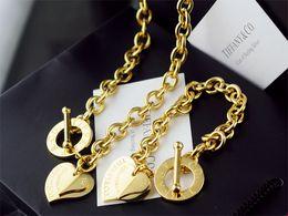 Alta calidad Celebrity diseño carta 925 plata collar de la pulsera Cubiertos moda metal oro joyería en forma de corazón Set 2pc con la caja desde fabricantes
