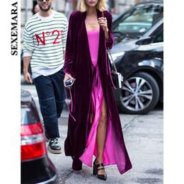 Abrigo largo de terciopelo púrpura online-SEXEMARA terciopelo morado X-larga gabardina otoño invierno 2018 moda abrigos largos de lujo mujer cardigan kimono más talla C28-BZ67