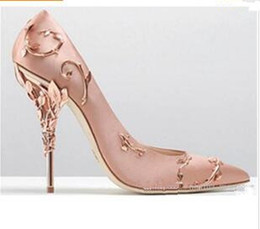 2019 сатиновые шпильки Низкий вырез Vamp Pointed Toe High Heel Shoes Изысканный филигранный лист Белые женские насосы Chic Satin Stiletto Heels скидка сатиновые шпильки